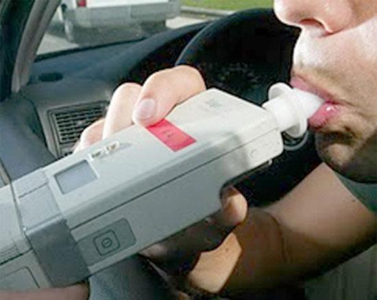 Aplican pruebas de alcoholemia a conductores en ejes carreteros