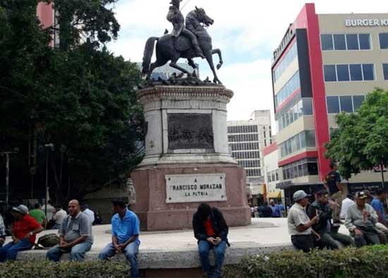Estatua Morazán parque cent