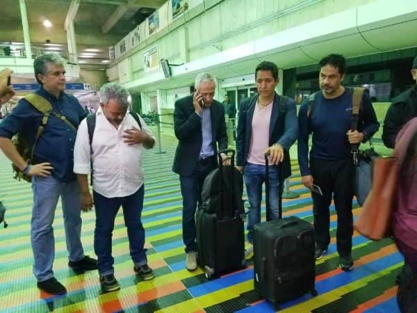 Jorge Ramos y su equipo de prensa