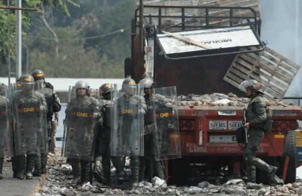 frontera venezuela coombia queman camiones ayuda humanitaria