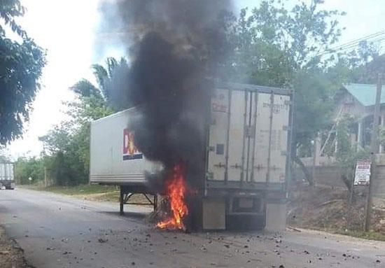 Dole contenedor quemado