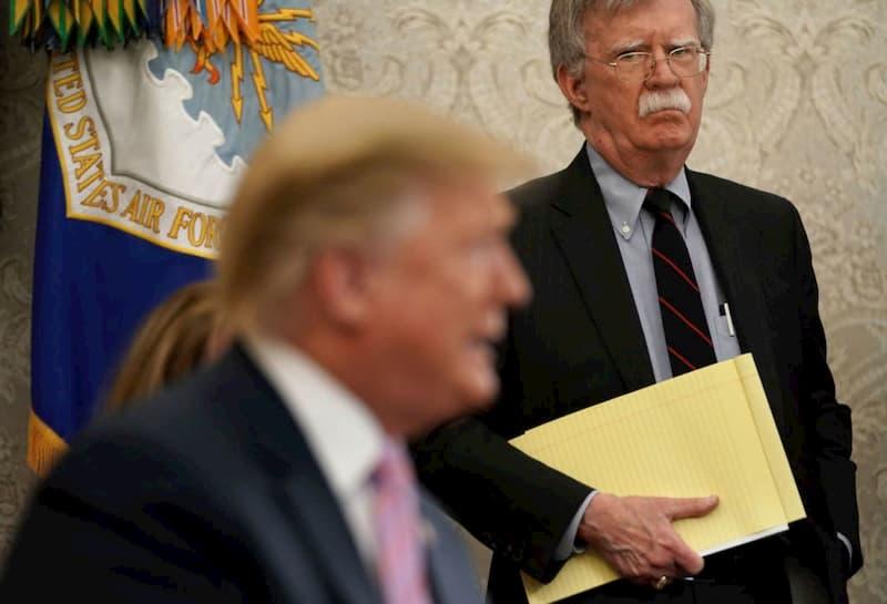SENADO Trump and John Bolton