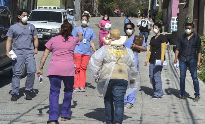 Las brigadas médicas pretenden llegar a las colonias con mayor incidencia epidemiológica