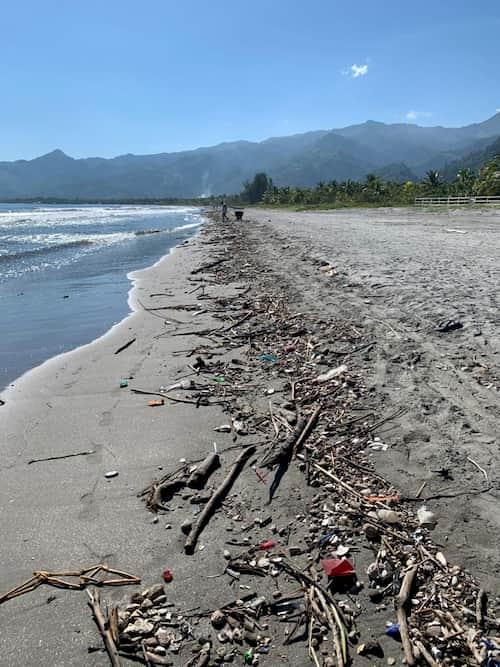 Basura en playa de Omoa