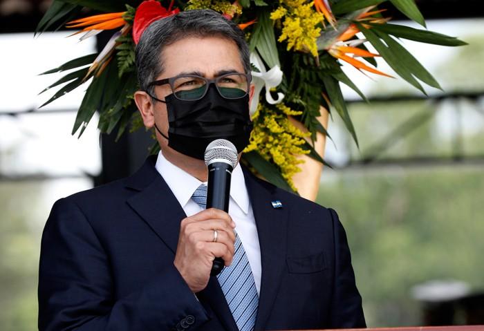 Movimiento político promueve caravanas de migrantes, acusa presidente Hernández