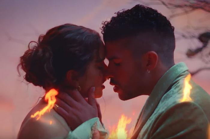 Video Bad Bunny y Rosalía consigue más de 5 millones de visitas en su día de estreno